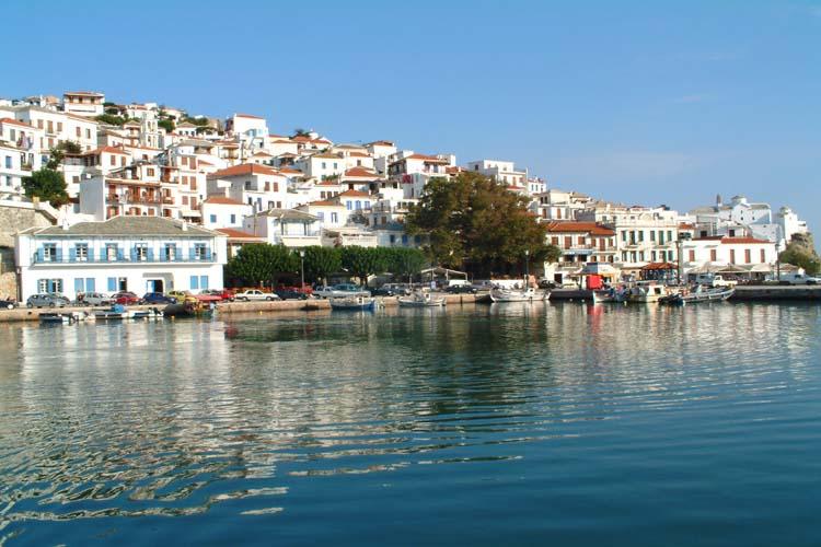 """Περίπτερο ΕΟΤ, περιφέρεια Θεσσαλίας, ο Γ.Γ του ΕΟΤ κος Π. Λειβαδάς, η Δ/τρια Τουρισμού της Περιφέρειας Θεσσαλίας  κα Ε. Κατσαρού, ο εκπρόσωπος της """"Spyrou Hotels & Companies"""" κος Γεώργιος Μιχάλης"""