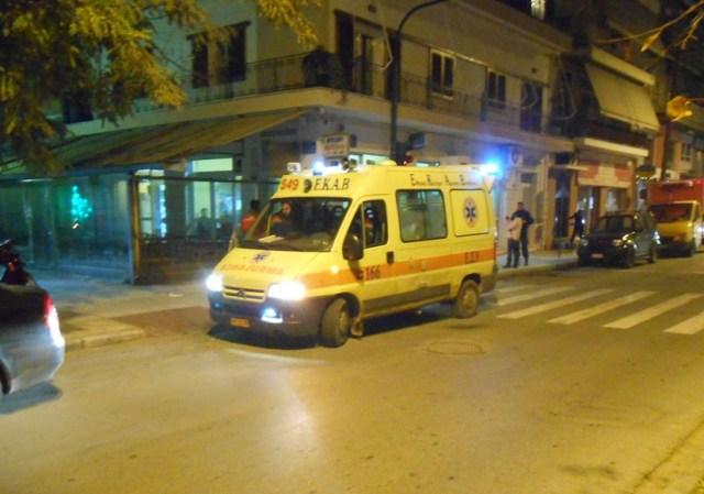Τρεις νεαροί τραυματίστηκαν σε τροχαίο τα ξημερώματα στο Βόλο