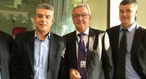 Ο κ. Αγοραστός με τον υπεύθυνο της επιτροπής κ. Matthieu Grosh (δεξιά) και το στέλεχος του υπουργείου Ανάπτυξης.