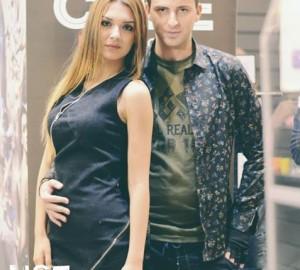 Ο συνιδιοκτήτης του Dress Code Νίκος Λάσκαρης  με το μοντέλο Μαλβίνα