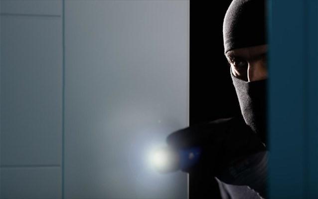 Ληστεία «μαμούθ» στο Βόλο - Η αστυνομία αναζητά τους δράστες