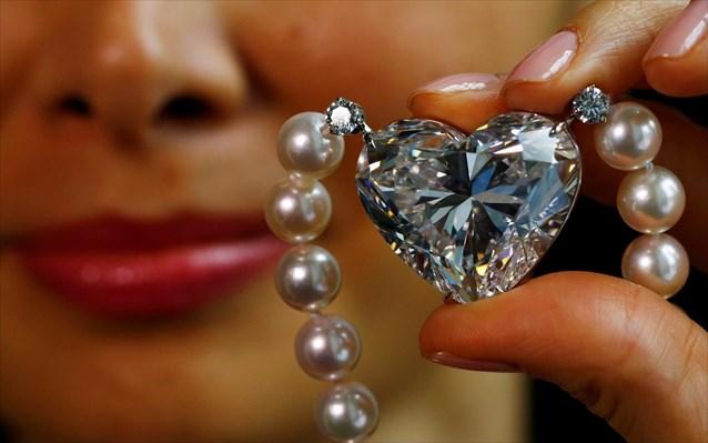 Τιμή - ρεκόρ για διαμάντι σε σχήμα καρδιάς - Magnesia News fd91a084ff8