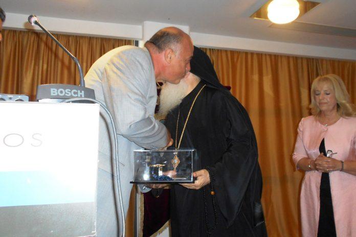 Παρανόμως δόθηκε το χρυσό κλειδί της πόλης του Βόλου στον Πατέρα Εφραίμ από τον Αχιλλέα Μπέο