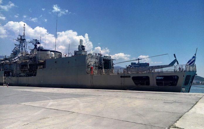 Η Φρεγάτα «Σπέτσαι» του Πολεμικού Ναυτικού κατέπλευσε στο λιμάνι του Βόλου (ΦΩΤΟ)