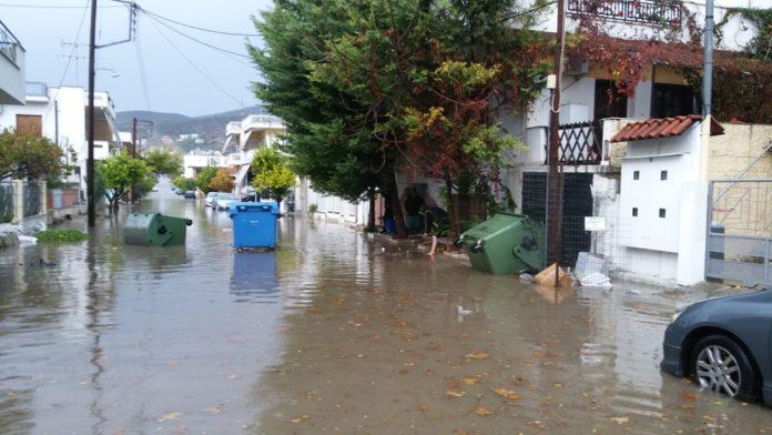 Πλημμύρισαν οι δρόμοι στη Νέα Αγχίαλο Μαγνησίας