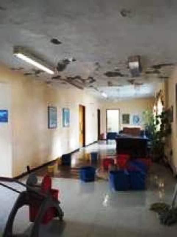 Ασθενείς και γιατροί κρατούσαν ομπρέλα αφού πλημμύρισε πάλι το Κ. Υγείας Ζαγοράς